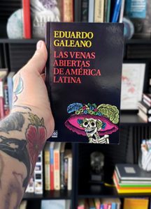 Book cover of Las Venas Aberitas de America Latina, a Spanish language classic
