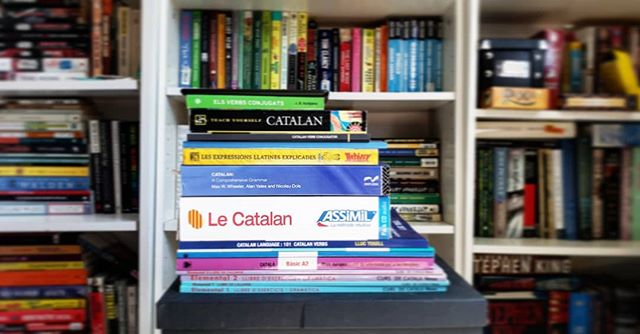A pile of textbooks for learning Catalan