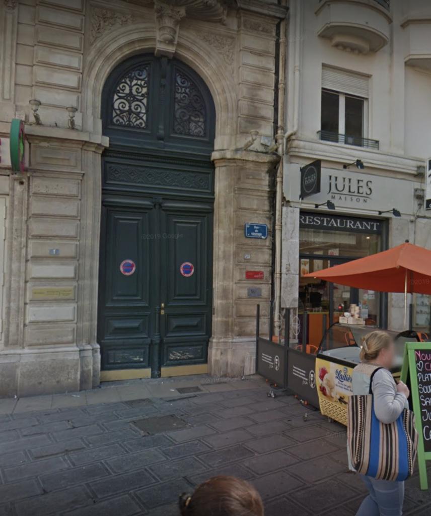 Exterior of Accent Francais