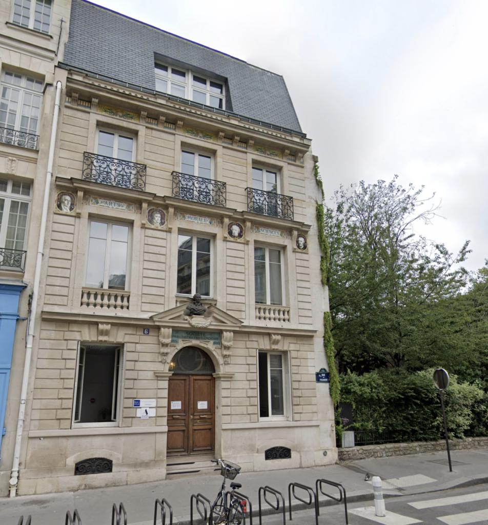 Exterior of France Langue (Paris building)